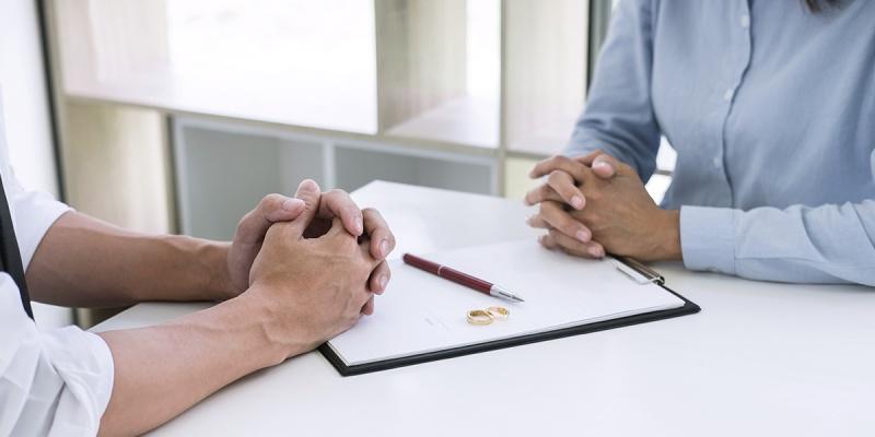 É possível alterar o sobrenome após o divórcio?
