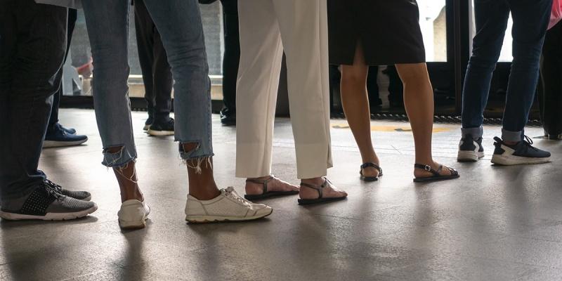 Tempo excessivo de espera em fila de banco dá direito à indenização por danos morais