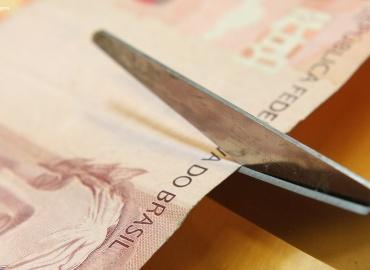 Tribunal reconhece como lícita a alteração de turno de trabalho com redução de salário correspondente